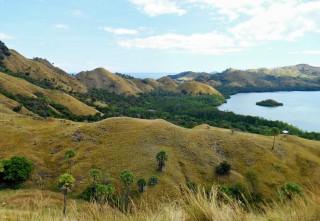 走遍印尼 :  东努沙冷巴达爱心坡为游客带来和平及静谧