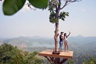 日惹特区古仑伯罗科山区美景吸引上千名游客拜访