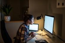 夜班工作增加女性癌症的风险