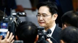 """三星 """"太子"""" 李在镕被关一年后获释"""