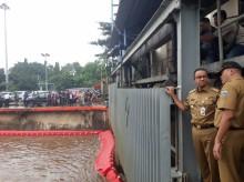 雅加达积水导致数千名居民疏散