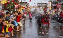 迎接农历新年廖内省石叻班讓举办泼水节