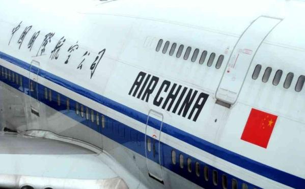 中国国航乘客钢笔劫持空姐   事件已成功处置