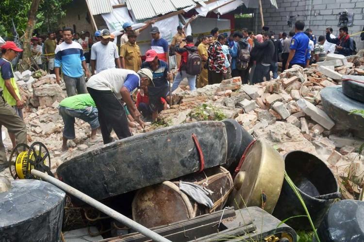 西爪哇井里汶一座舞蹈艺术馆发生坍塌事件   造成 7 人死亡