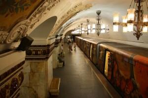 俄莫斯科地下铁道共分 12 个车道     成了当地引以为傲的交通方式