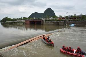 中国桂林发生龙舟翻船事件    已造成 17 人死亡