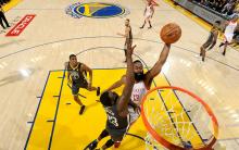 NBA 西部决赛 : 火箭险胜勇士 总比分追平 2-2