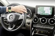 加拿大男学生开车使用 Apple Watch 被罚款