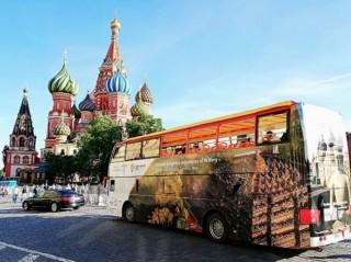 """""""奇幻印尼之旅""""  巴士游览莫斯科街道"""