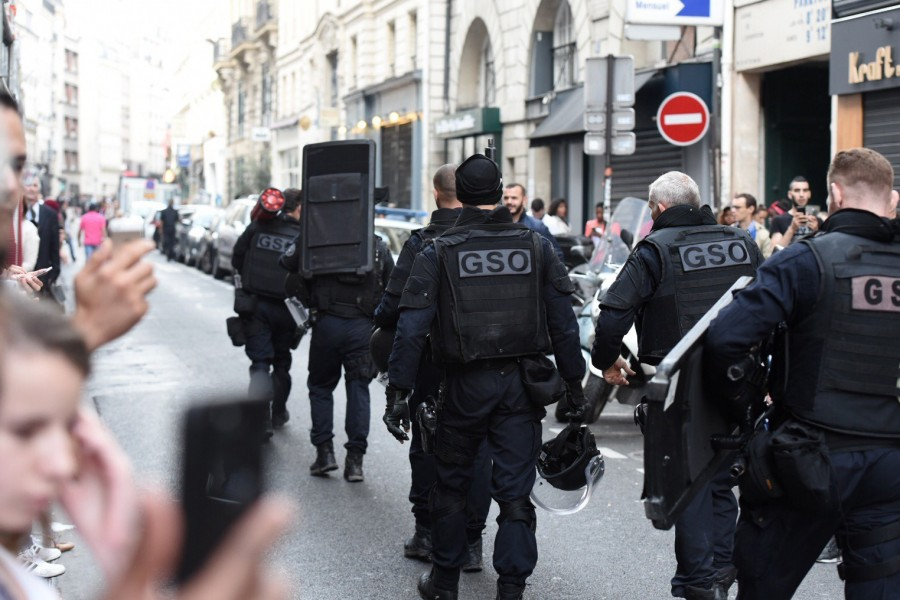 French Police officers leave after the arrest of a gunman who took two people hostage, Paris, June 12, 2018 (photo : AFP)
