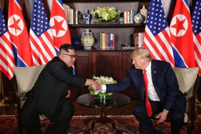 特朗普和金正恩历史性会晤取得积极反应