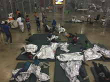 外媒 : 美国两大航空公司拒载与家庭分离移民儿童
