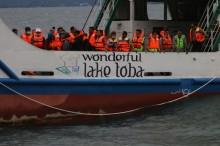多巴湖沉船事故搜寻工作尚未乐观     强风和湖水深度成难题