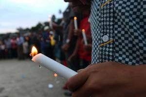 数百名人悼念多巴湖沉船事故     警方已指定 4 名嫌疑人