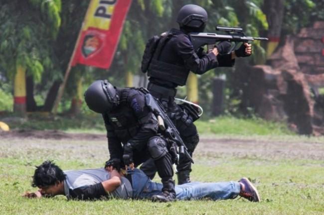 警察反恐队最近扣押两名恐怖嫌疑人