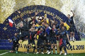 世界杯 : 法国 4-2 大胜克罗地亚夺世界杯冠军
