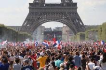 法国民众庆祝法国赢得世界杯