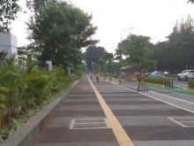 2018 年亚运会即将召开  :    雅加达人行道美化面貌