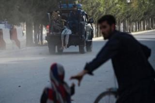喀布尔机场自杀性爆炸事件造成 14 人死亡     第一副总统逃过袭击