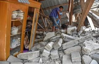 龙目岛地震已致 10 余人死      佐科威将今天视察灾区