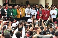 2019 印尼总统选举   :   佐科威和搭档进行大选注册