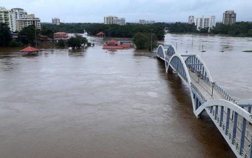 外媒 : 印度喀拉拉邦洪灾致 79 死