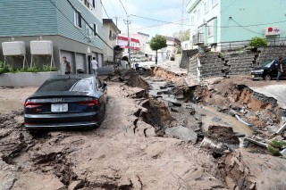 日本北海道发生 6.7 级地震        致 1 死 20 失联