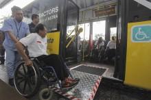 迎接 2018 亚残会 :  雅加达专线巴士准备残障人士专用巴士