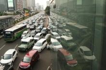 雅加达市内一批公路延长实施单双号车牌交通规则