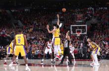 NBA 常规赛 19 日综述 :  开拓者 128-119 湖人
