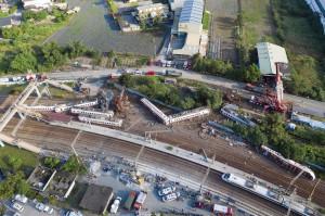 台湾列车出轨事件已致 18 死       蔡英文赴现场勘灾