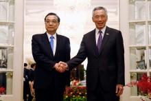 李克强与新加坡总理争取尽快结束 RCEP 谈判