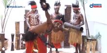 雅加达举办卡摩罗巴布亚图象展览会  :    推广卡摩罗少数民族文化