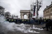 马克龙就燃油税骚乱将周一晚向全国讲话      特朗普置评法国骚乱