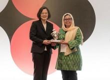 台湾向印尼古斯都尔网络颁布亚洲民主人权奖