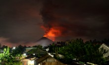 北苏拉威西索普坦火山喷发       目前活动逐渐减弱