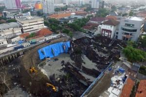 泗水市一条发生路塌陷事件   可疑为施工出错