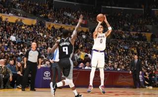 NBA 常规赛 4 日综述 :  火箭险胜勇士