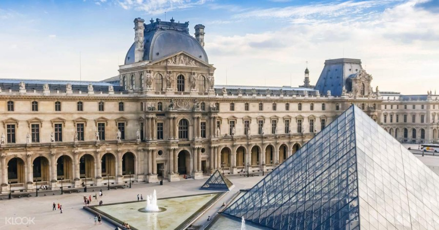 Louvre Museum in Paris (photo by Klook)