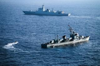 外媒 : 美英海军舰只在南海海域训练演习
