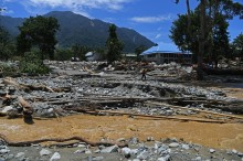 国军向受巴布亚供水影响的儿童提供心理治疗