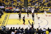 NBA 西决首战 :  开拓者94-116勇士