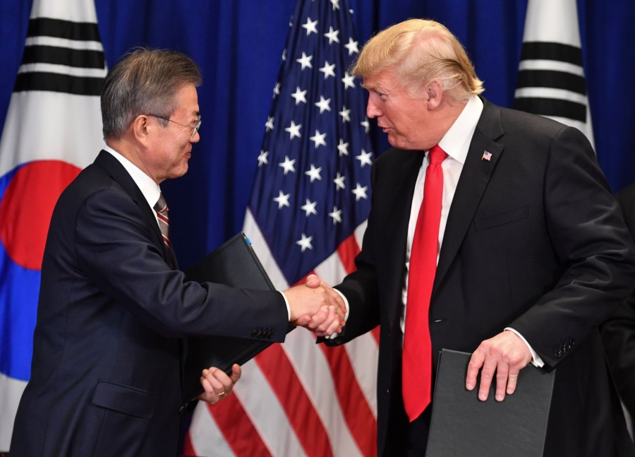 US President Donald Trump (R) and South Korean President Moon Jae-in shake hands after signing a trade agreement at a bilateral meeting in New York, September 24, 2018. (Photo by Nicholas Kamm / AFP)