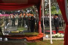 佐科威主持前总统哈比比葬礼仪式