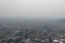 印尼和马来西亚数千学校因林火阴霾严重停课