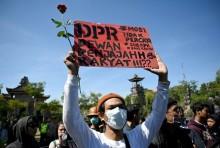 示威游行对投资环境会产生负面影响