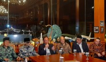前马总理安瓦尔探访已故哈比比    分享与哈比比相处回忆