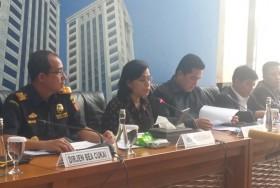 鹰航涉嫌非法进口案 :   国营企业部长解雇公司总裁