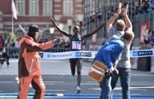 东京马拉松组委会取消大众选手比赛      退还报名费问题引发争议