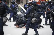 """数万港人抗议反对""""港版国安法""""  台湾称""""和香港人民站在一起"""""""